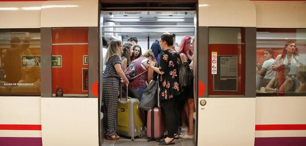 Renfe descarta reforzar los servicios del Cercanías durante la Feria de Málaga