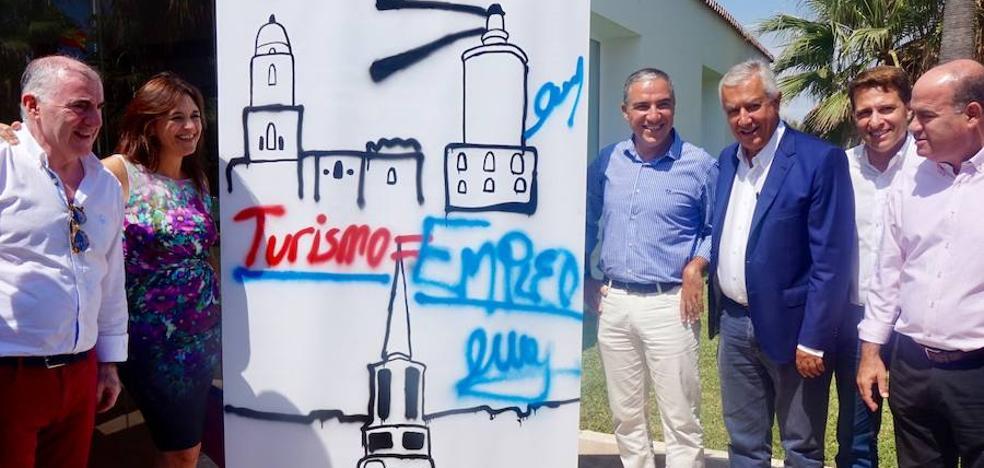 Arenas y Bendodo: «En España no sobran turistas, sobran los que protagonizan los actos vandálicos»