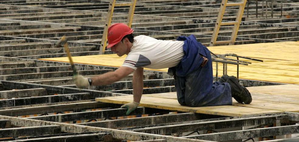 El Ayuntamiento de Málaga acudirá al Inem para contratar 290 peones para realizar pequeñas mejoras en los barrios