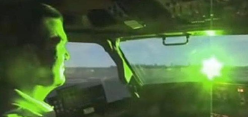Reino Unido estudia restringir la venta de punteros láser y endurecer multas