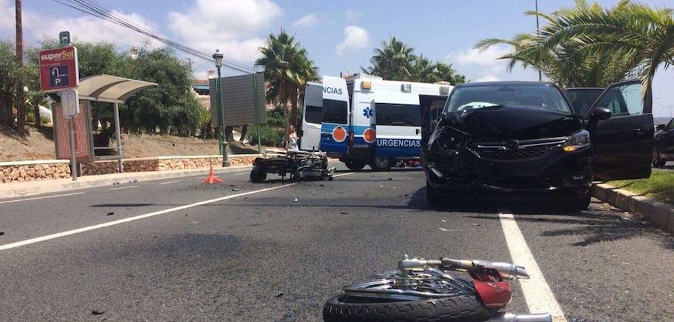 Herido muy grave un motorista en una colisión frontal con un turismo en Nerja