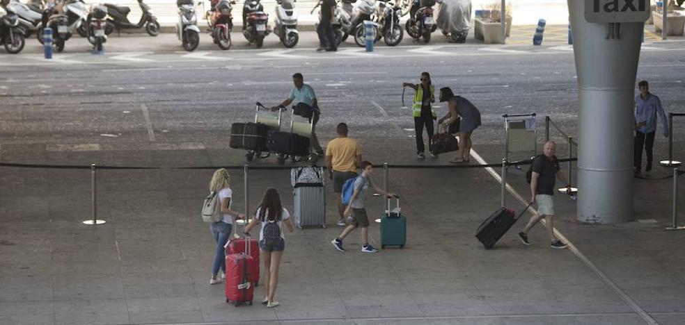 «No puedo entender que no haya taxis en una ciudad como Málaga en agosto»