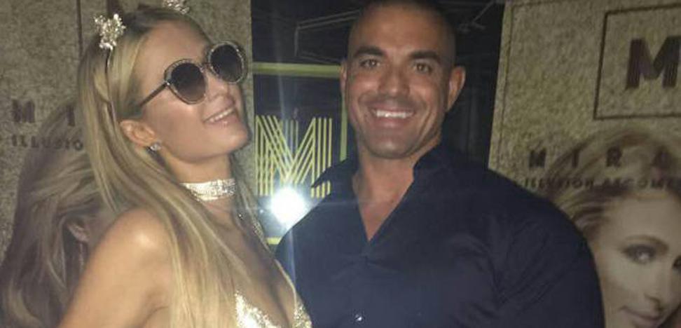 Paris Hilton cautiva en Puerto Banús con su mejor cara