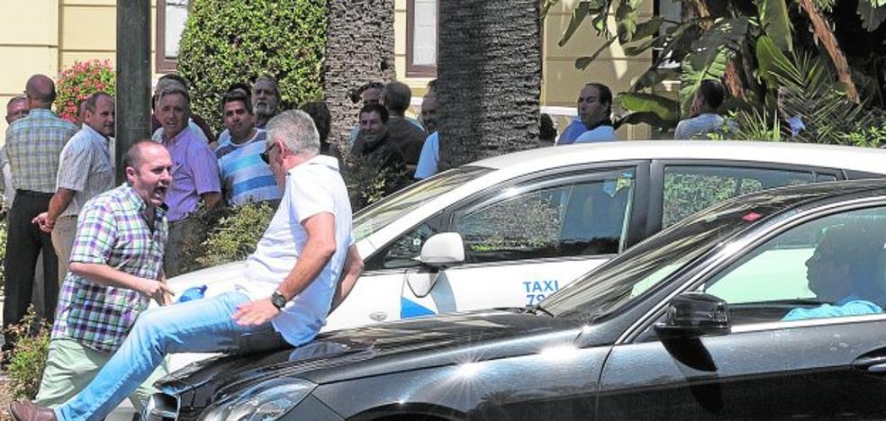 Marbella y Estepona se suman a la huelga de los taxistas de Málaga con paros parciales