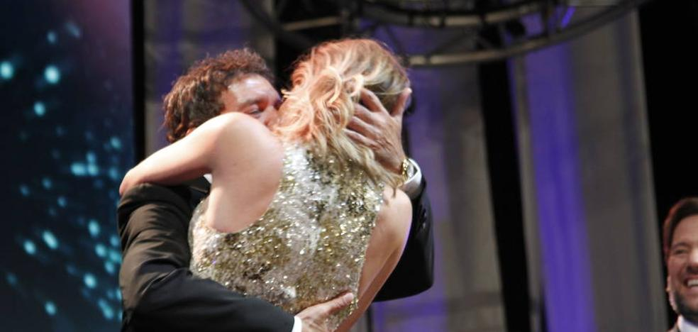 ¿Quién pagó 20.000 euros porque de Antonio Banderas y su novia se besaran en la gala Starlite?