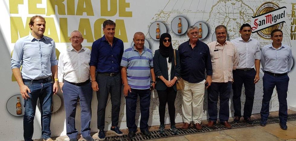 Míchel y los dirigentes del Málaga, en la Feria