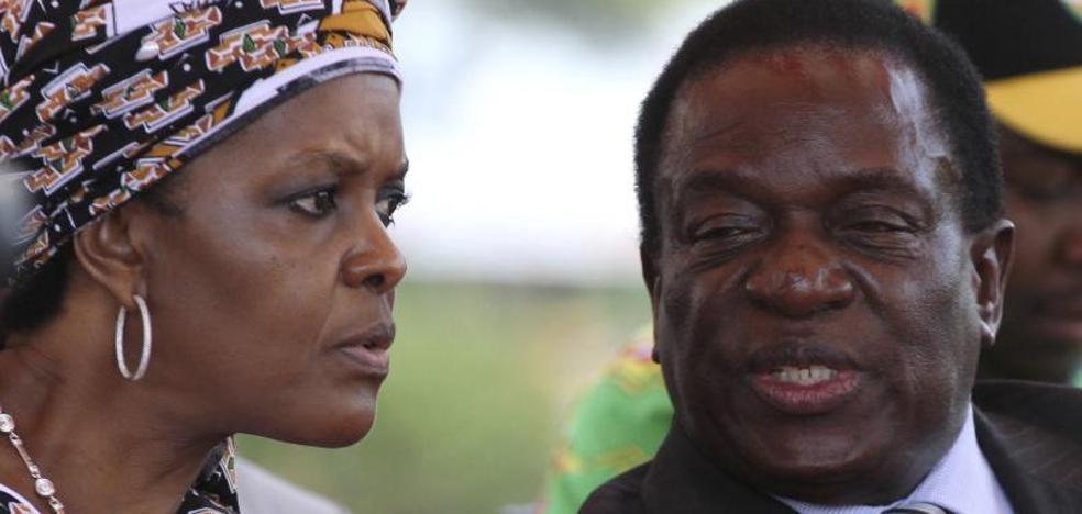 La esposa de Mugabe, ante la Policía sudafricana