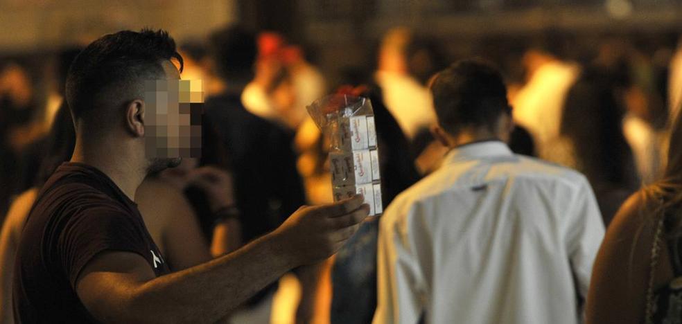 El estanco del Real de la Feria reduce la venta ilegal de tabaco aunque no la hace desaparecer
