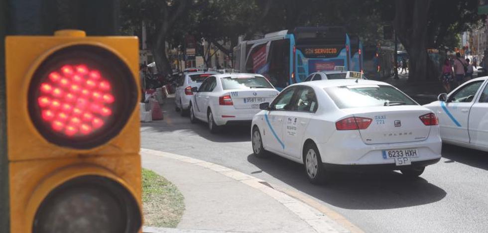 La guerra nacional del taxi contra Cabify complica el conflicto abierto en Málaga
