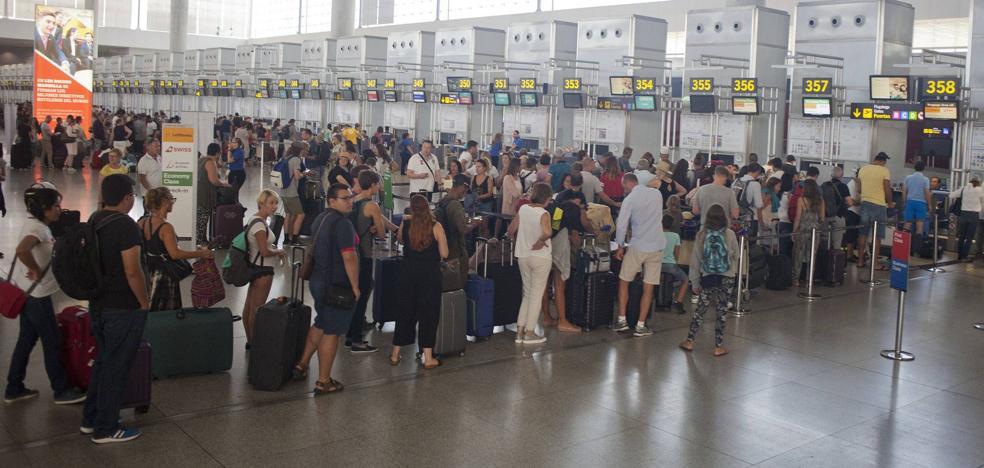 El aeropuerto de Málaga alcanza por primera vez dos millones de pasajeros en un mes
