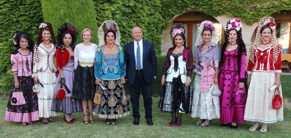 Las Damas Goyescas de Ronda lucen sus trajes