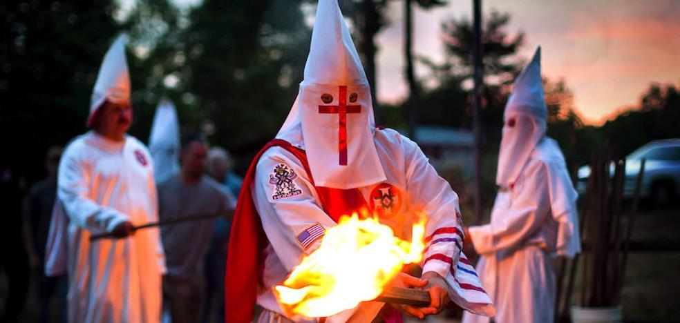 Supremacistas blancos y neonazis alaban las declaraciones de Trump