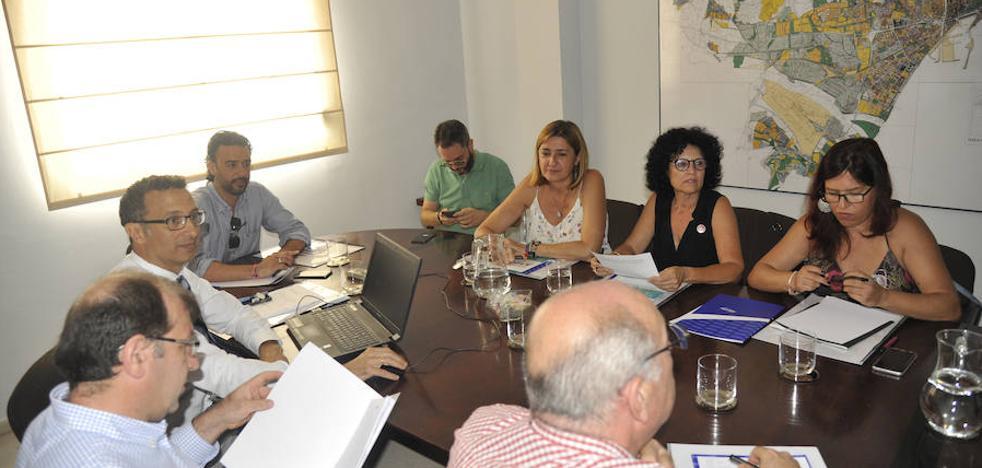 La oposición logra que se estudien otras vías para evitar el canon del agua en Málaga