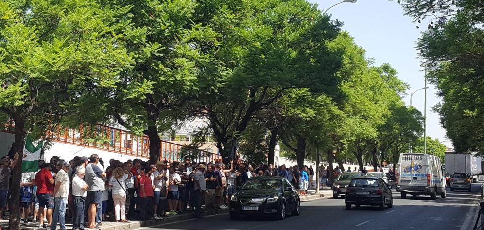 Los taxistas, satisfechos tras la reunión con la Junta, decidirán esta tarde si acaba la huelga