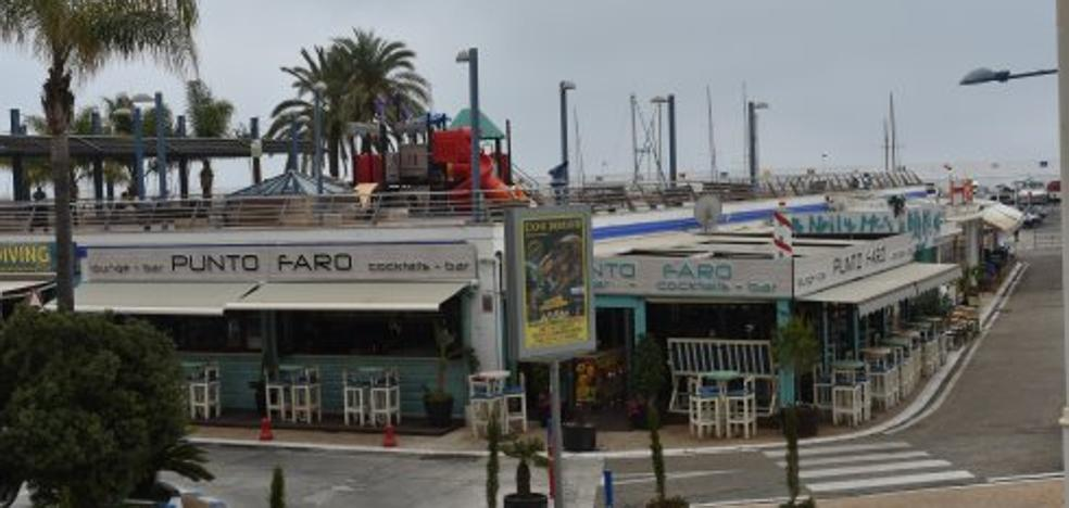 Herida grave una niña tras caer desde las terrazas del puerto