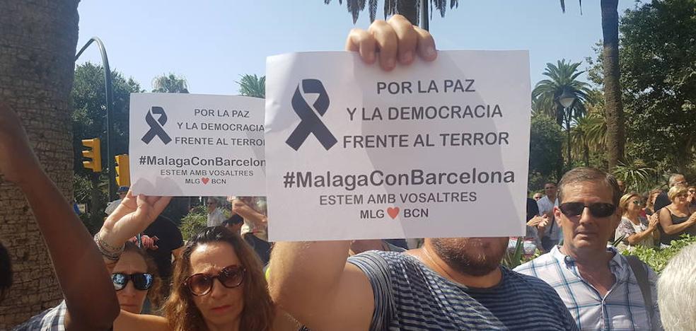 Málaga muestra su solidaridad con las víctimas y su repulsa por los atentados