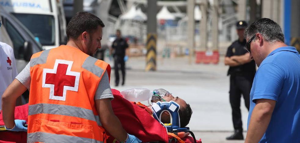 Llega al Puerto de Málaga una segunda patera que eleva a 36 los inmigrantes rescatados