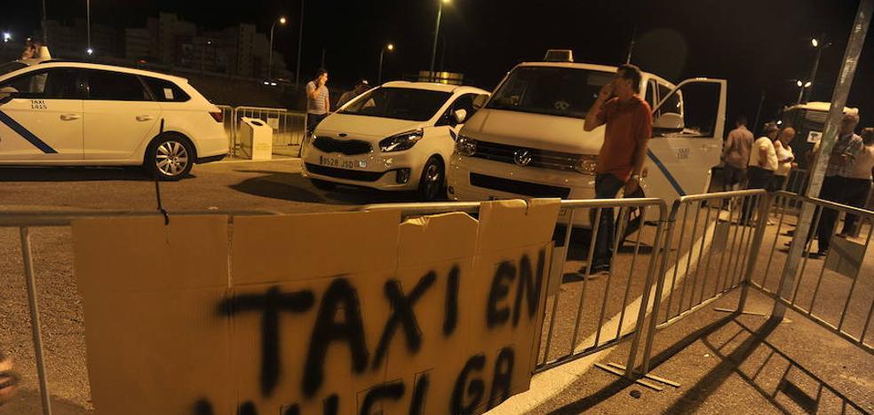 El uso del autobús solo sube un 10% pese a la huelga de taxis