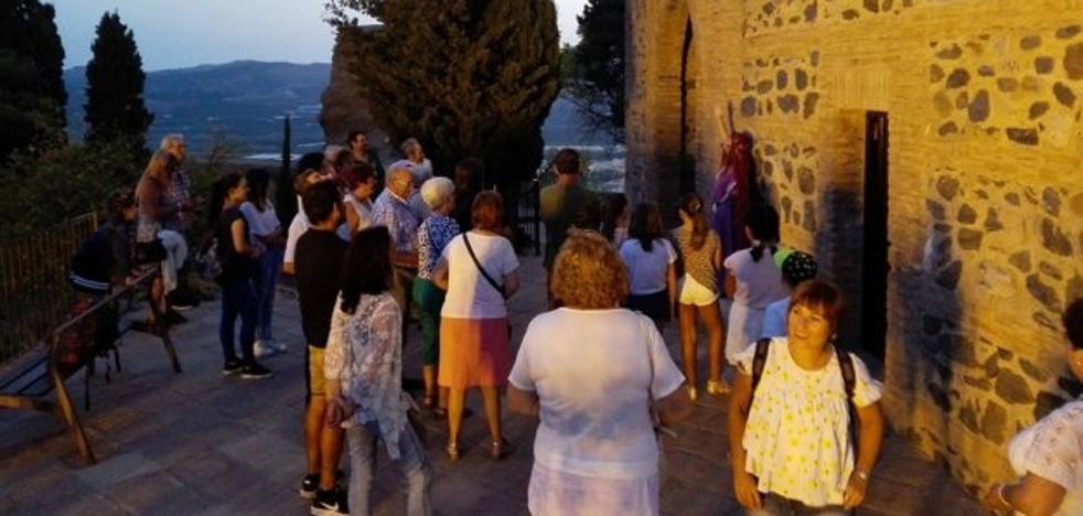 Vecinos de Cajiz y Almayate visitan el casco histórico
