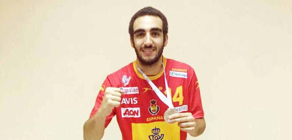 El malagueño Álvaro Cabello, plata en el mundial juvenil de balonmano