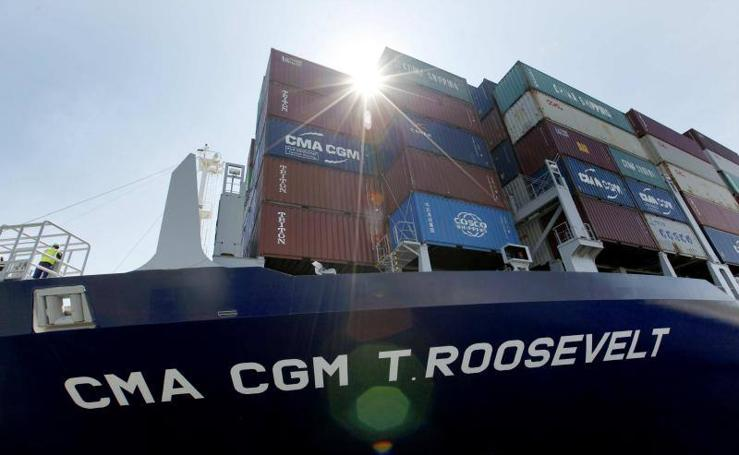 Fotos del enorme buque Roosevelt por el Canal de Panamá