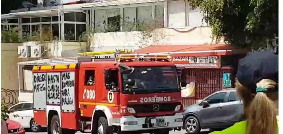 Bomberos sofocan un incendio en un supermercado en Cerrado de Calderón