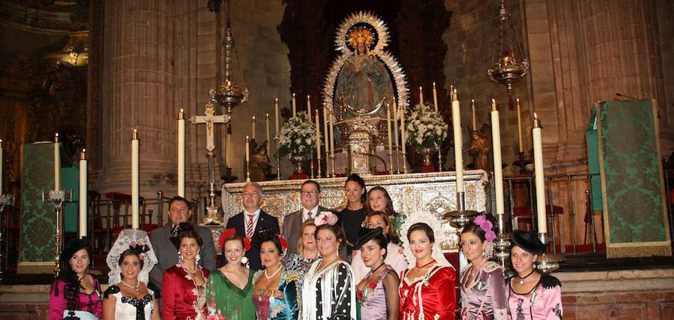 La ofrenda floral a Pedro Romero y la visita a la Patrona anuncian el inicio de la Feria de Ronda