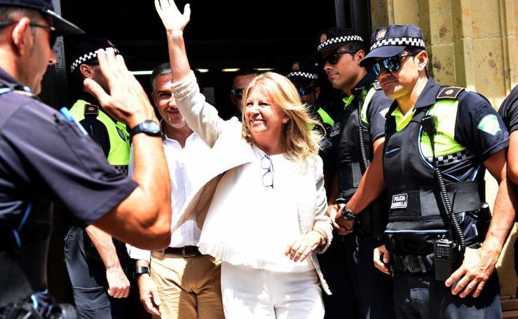 Ambiente a las puertas del salón de plenos de Marbella ante la moción de censura