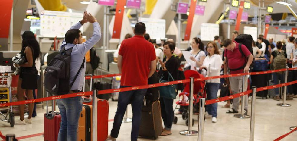 Los usuarios de avión despegan un 7,8% y los de AVE un 2,4% en julio