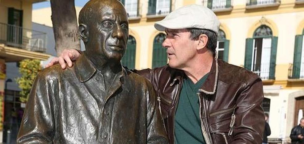 Antonio Banderas sigue adelante con el Picasso de Saura y avanza el regreso del 'Gato con botas'