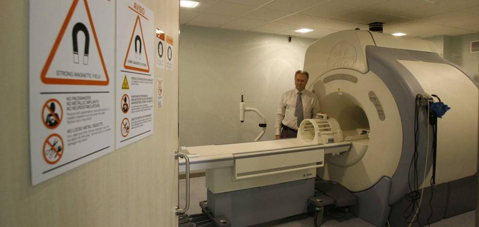 Los hospitales públicos de Málaga duplicarán las resonancias magnéticas con cinco equipos más