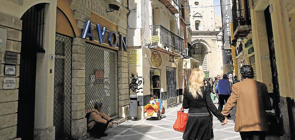 La obra de la calle San Juan se demora al cambiar Urbanismo las piedras para el suelo