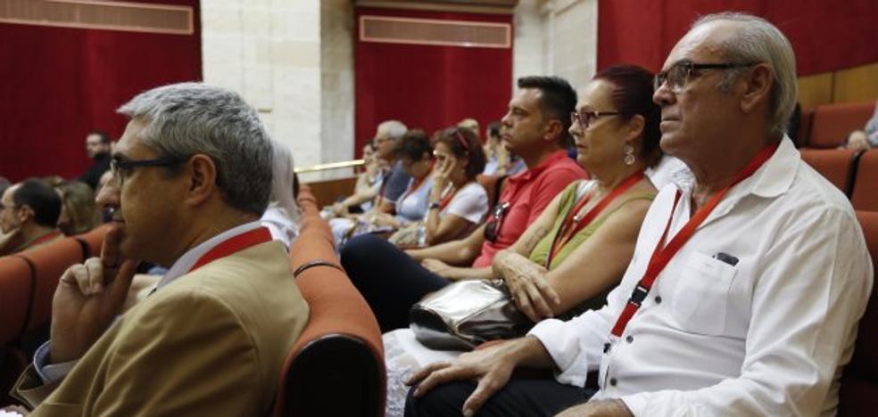El padre de la fallecida en Valme, en el debate en el Parlamento: «Me voy, no puedo oír más»