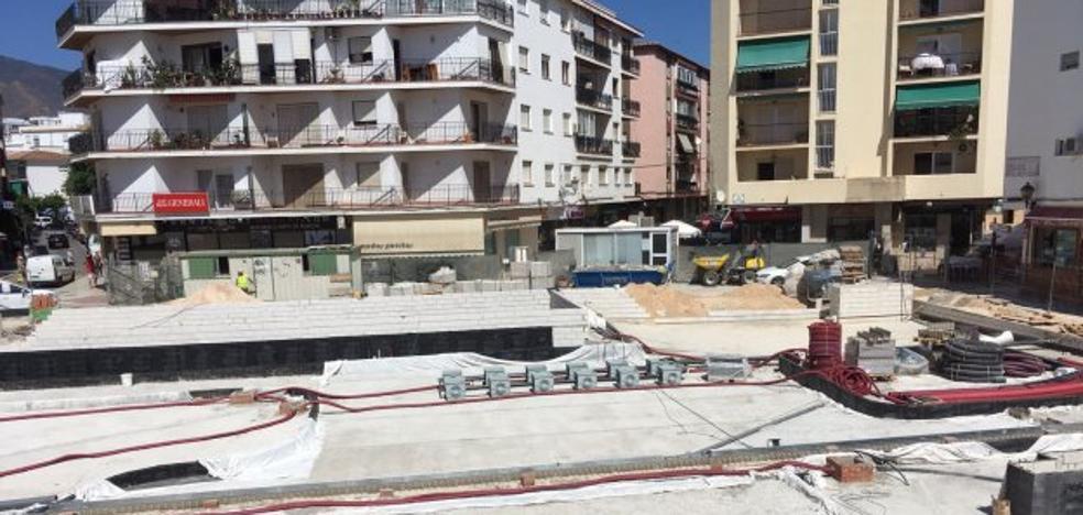Comerciantes de la plaza Antonia Guerrero de Estepona dicen que la obra lleva parada dos semanas