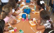 Un colegio de Estepona compra 300 menús de Burger King para los niños del comedor ante la falta de personal