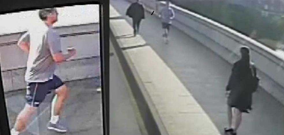 Siguen buscando al 'runner' que empujó a una mujer al carril bus
