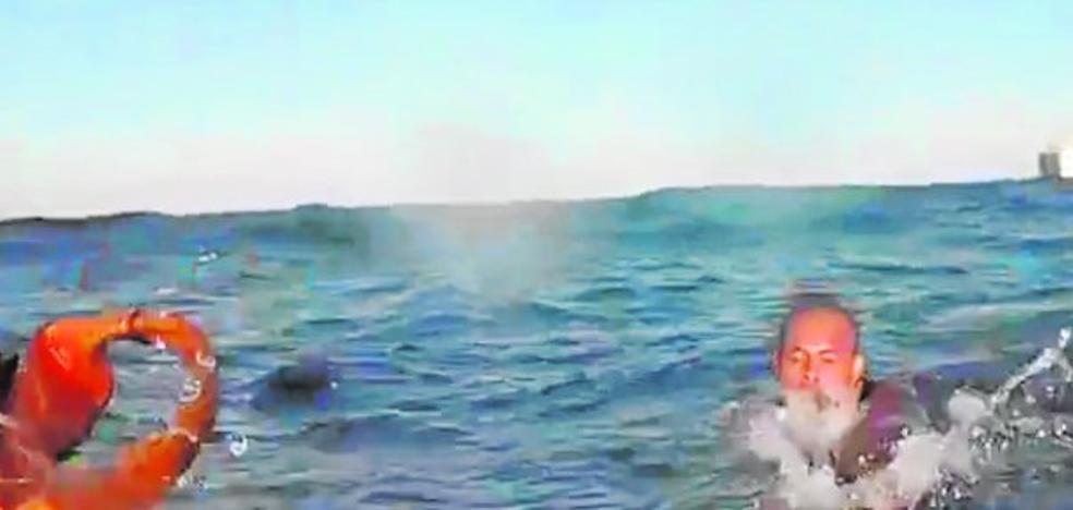 Buscan a seis desaparecidos en otro naufragio de una patera de la muerte