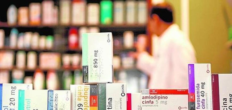 Cinco farmacéuticos malagueños denunciarán en Bruselas el régimen de subasta de medicamentos genéricos de Andalucía