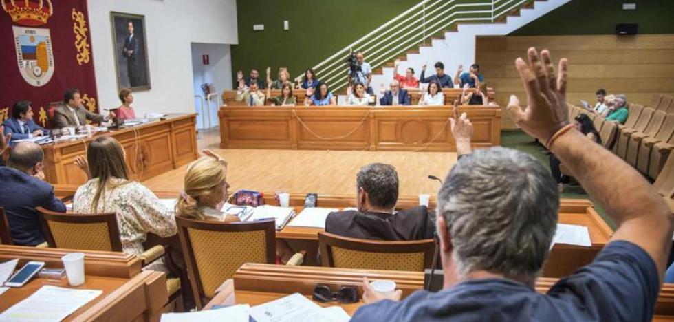 La asignación a los grupos municipales abre una brecha entre la corporación en Torremolinos