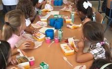 Podemos califica de «disparate» comprar comida rápida para un comedor escolar