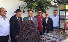 La Junta, distinguida por su apoyo a la uva pasa moscatel de la Axarquía