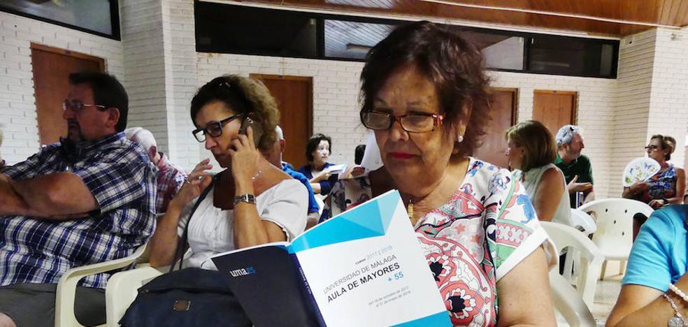 Un centenar de personas se inscriben en el aula de mayores de la UMA en el primer día de matrícula