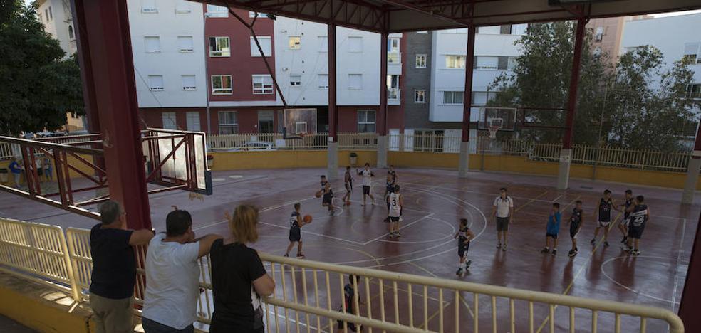 La desidia del Ayuntamiento de Málaga amenaza con dejar sin deporte a tres mil escolares