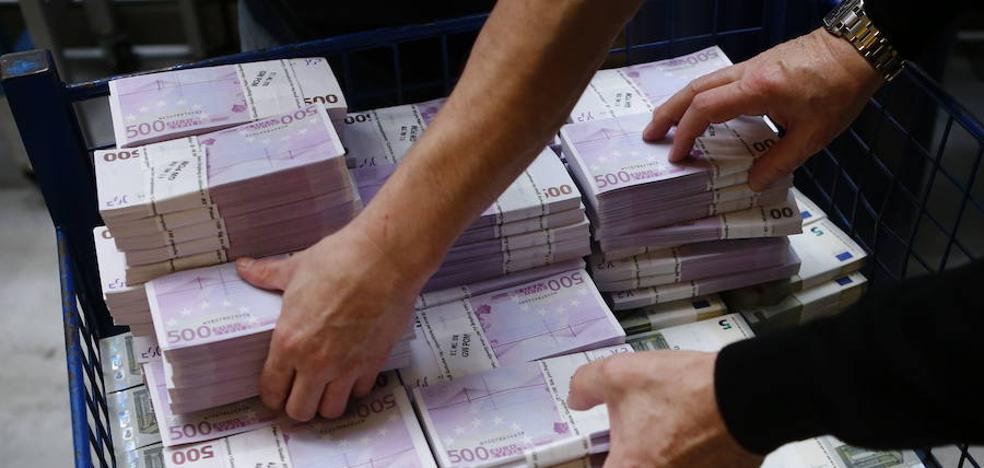 Billetes de 500 euros atascan un inodoro en un banco de Suiza: se busca a dos españolas
