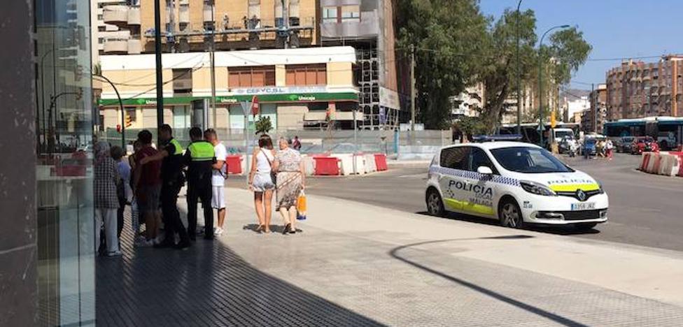 Detienen a una cuidadora acusada de pegar en plena calle a una anciana en Málaga