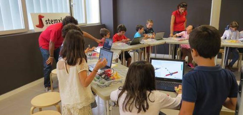 Creación de videojuegos y robótica como herramienta educativa de Stemxion ¿hobbie o futuro profesional?