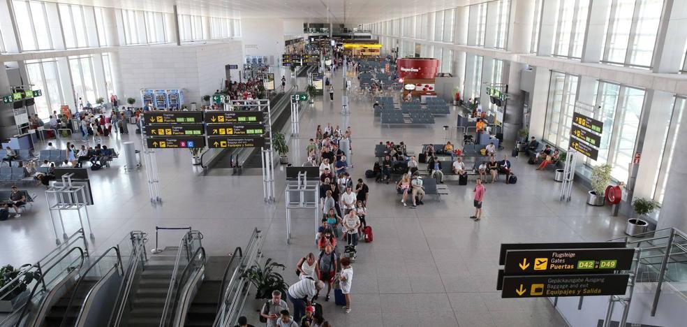 Detenido en Málaga cuando iba a volar con 50 cápsulas de cocaína en su estómago