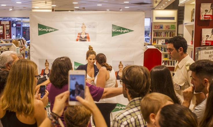 Firma de discos de Pastora Soler en Málaga