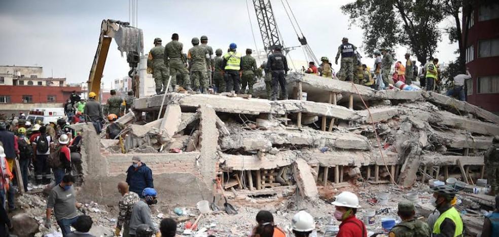 Perros e infrarrojos localizan al malagueño atrapado bajo los escombros del terremoto de México