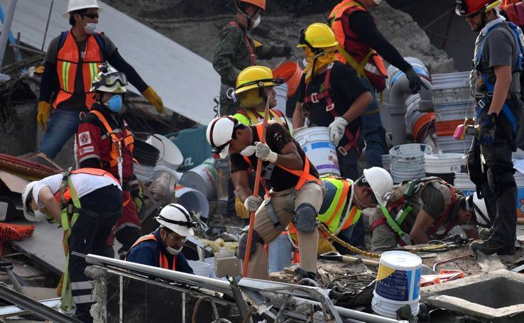 Así son las tareas de rescate en Álvaro Obregón 286